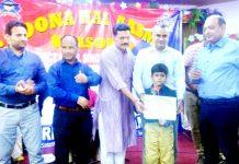 SSP Samba Shakti Kumar Pathak awarding a winner of Chhoona Hai Aasman Season-6.