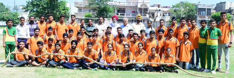 Selected Tug of War State teams posing for a group photograph before leaving for Nationals.