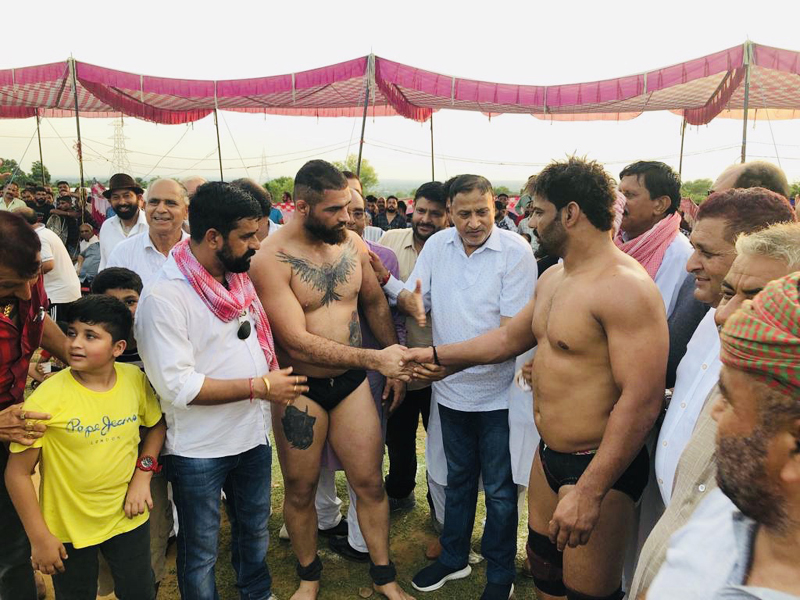 Former Minister and BJP leader Sham Lal Sharma inaugurating annual wrestling competition organized by Raja Mandlik Devasthan Committee.