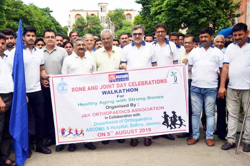 Participants posing for a group photograph during Walkathon organised by J&K Chapter of Indian Orthopaedic Association.