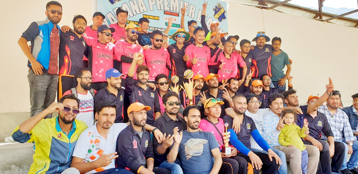 Winners of Yarana Premier League title posing along with chief guest and other dignitaries on Saturday. -Excelsior/Basharat Ladakhi