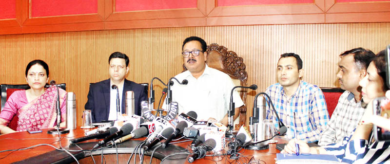 Principal Secretary, Industries Navin Choudhary addressing press conference at convention centre in Jammu on Tuesday. -Excelsior/ Rakesh