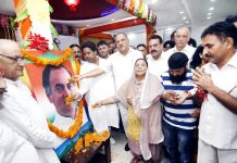 Cong leaders and activists paying tributes to Rajiv Gandhi at a function in Jammu on Tuesday. -Excelsior/Rakesh