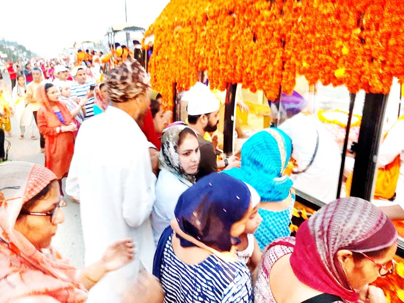International Nagar Kirtan being received at Lakhanpur on Monday. -Excelsior/Pardeep