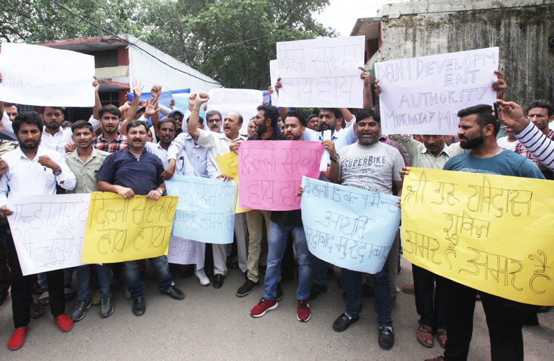 People of Ravi Dass community staging protest at Jammu on Sunday. — Excelsior/Rakesh
