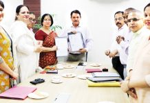Director CEC, Prof Bhushan Nadda, Dy Secy Hr Education J&K and others after signing MoU for sharing digital content courseware developed by CEC.
