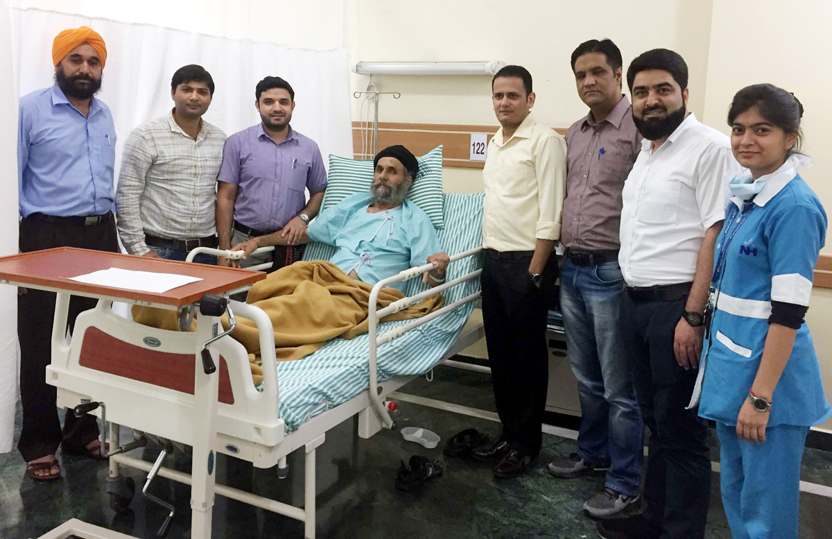 A team of doctors of SMVDNSH posing with a patient whom they operated for a chronic liver disease.