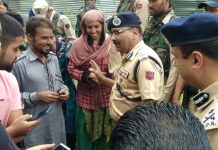 DGP Dilbag Singh interacting with locals during his visit to South Kashmir Districts.