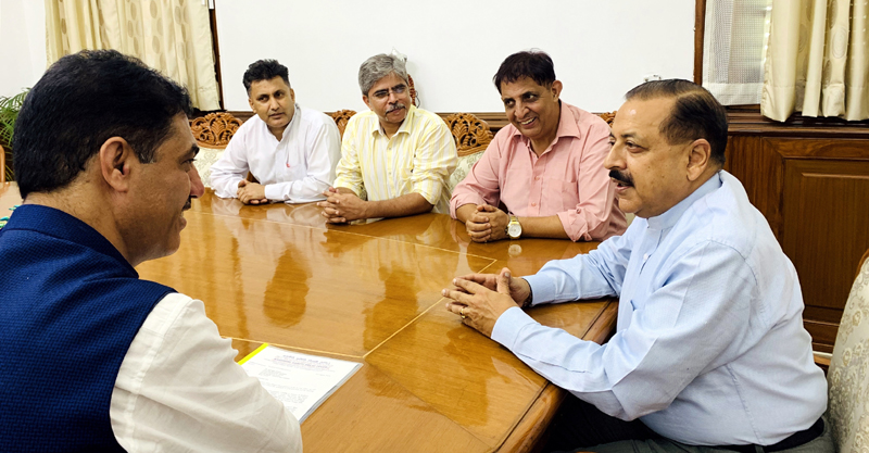 A delegation of Kashmiri Samiti Delhi holding a meeting with Union Minister Dr Jitendra Singh, at New Delhi on Wednesday.