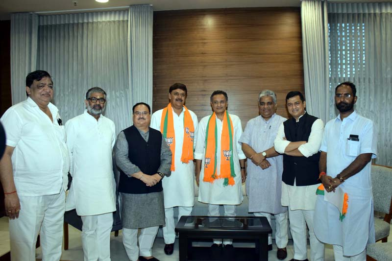 Former MPs Surendra Nagar and Sanjay Seth joining BJP in presence of BJP Working President J P Nadda at BJP Headquarters,in New Delhi on Saturday. (UNI)