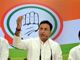 AICC Spokesperson Randeep Singh Surjewala addressing a press conference at AICC office in NewDelhi on Thursday. (UNI )
