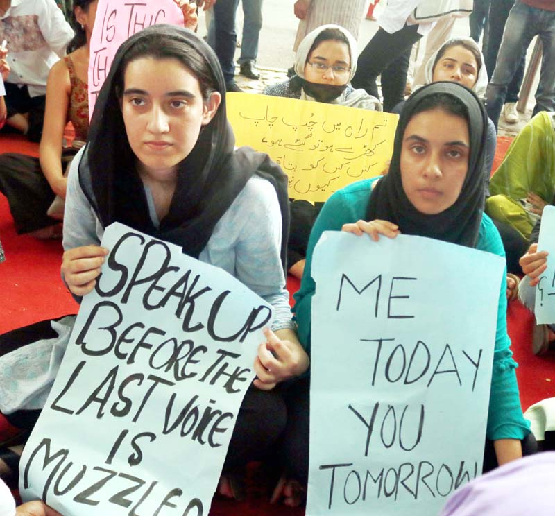 Kashmiri students holding a demonstration for the restoration of telephone and internet services and condemning the abrogation of Article 370 in Jammu and Kashmir, in New Delhi on Friday. (UNI)