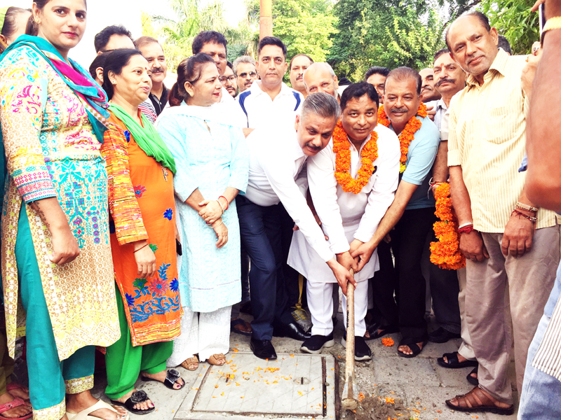 Former Minister, Sat Sharma kick-starting construction of lane & drain in Ward 18 on Friday.