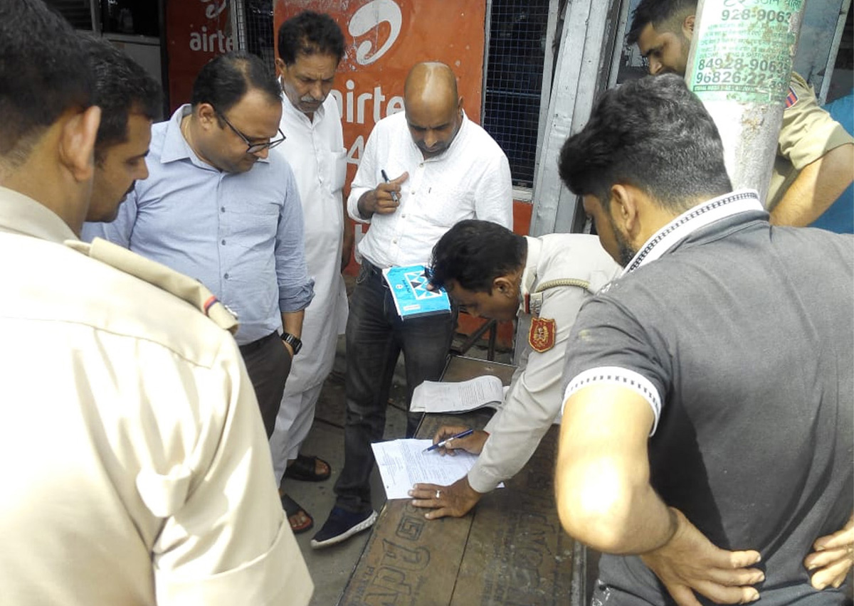 SDM North and his team booking defaulters during inspection of markets on Saturday.