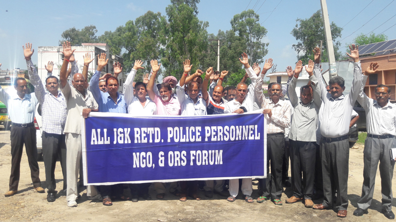 Retired police personnel protesting at Vijaypur on Tuesday. -Excelsior/Gautam