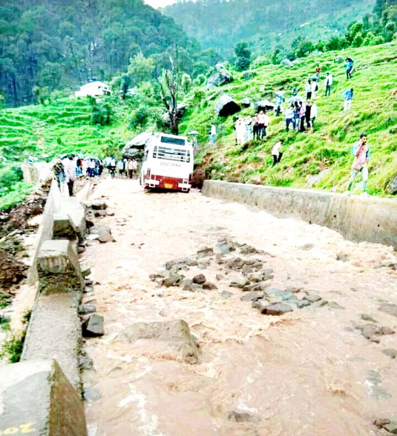 Picture depicting extremely bad condition of Udhampur to Panchari road.