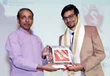 Kunal Saini, member of the SIPS Management receiving award from Prof M. Jagdish Kumar, Vice Chancellor, JNU.