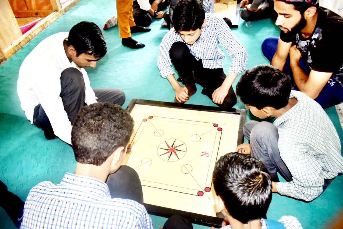 Players showing keen interest during a match of Panchayat Level Carrom Tournament in Pulwama. -Excelsior/Younis Khaliq