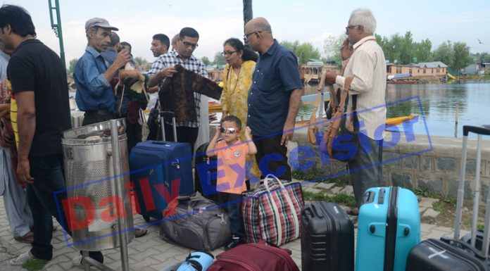 Tourists leaving Srinagar on Saturday. —Excelsior/Shakeel