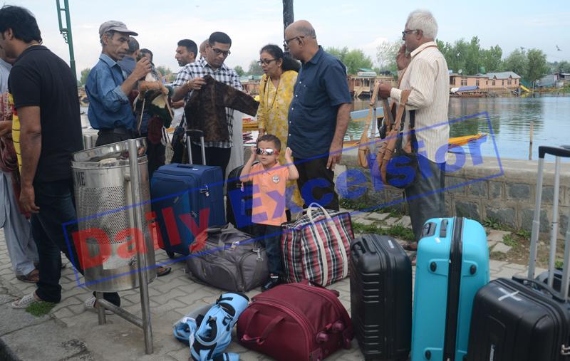 Tourists leaving Srinagar on Saturday. —Excelsior/Shakeel
