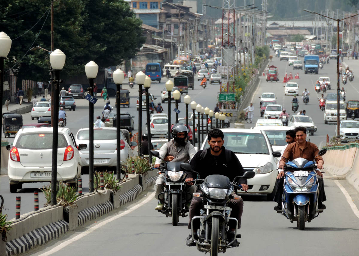 Moderate number of private vehicles plying on Jahangir Chowk road in Srinagar. (UNI)