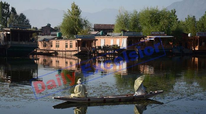 Couple of Kashmiri men catch fish in Dal lake of Srinagar on Wednesday. —Excelsior/Shakeel