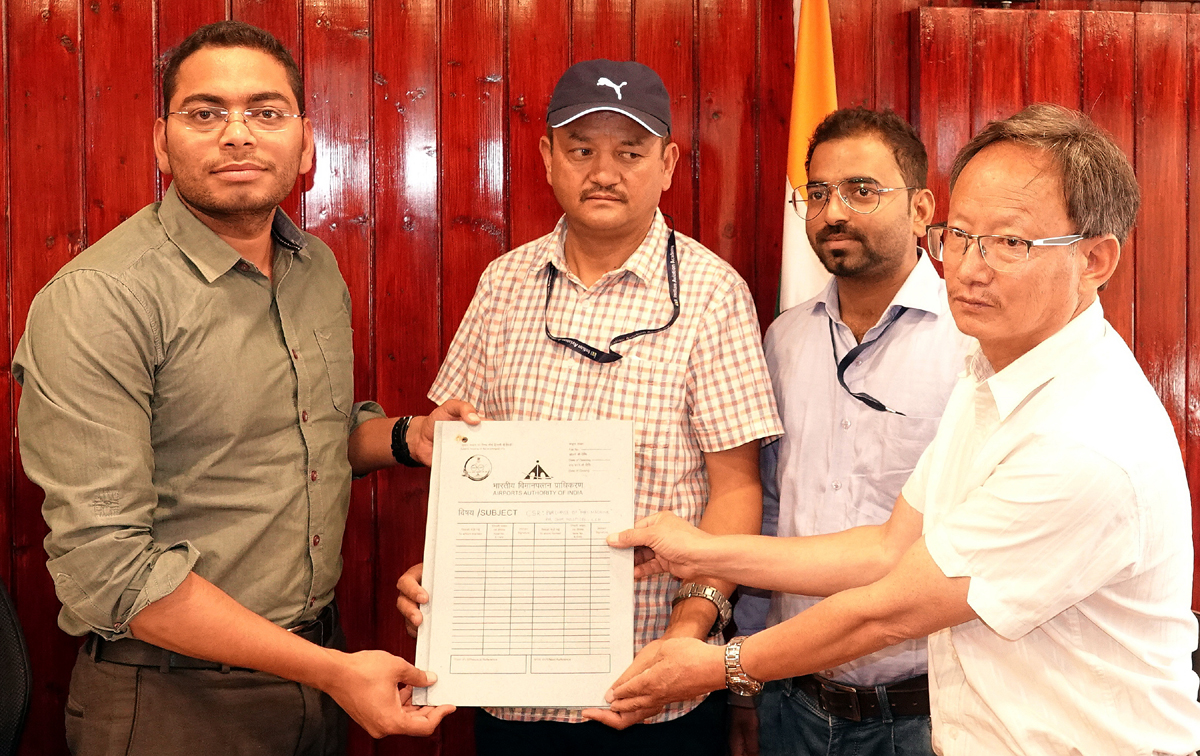 DC Leh and Airport Director displaying copy of MoU signed between AAI and Leh Hill Council.