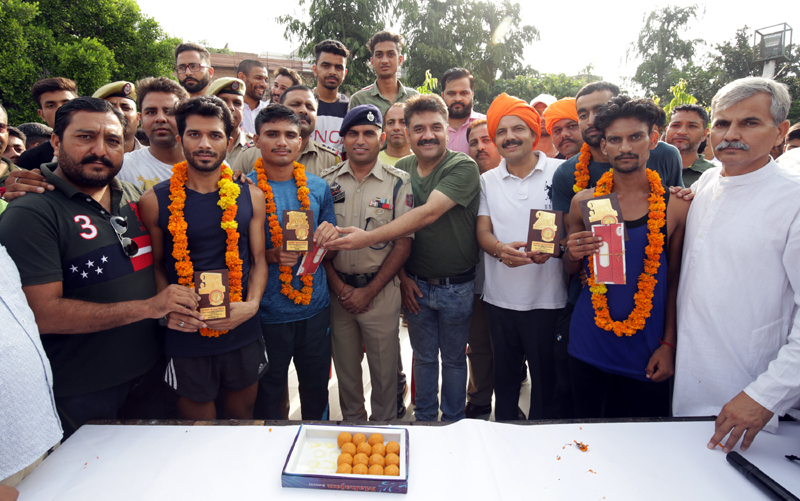 Dignitaries felicitating winners of run against drugs at Jammu on Tuesday.