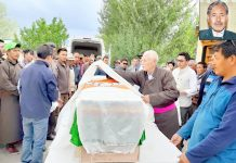 Former MP Thupstan Chhewang, CEC Gyal P. Wangyal, MP Jamyang Tsering Namgyal and other leaders during wreath laying ceremony. -Excelsior/Morup Stanzin