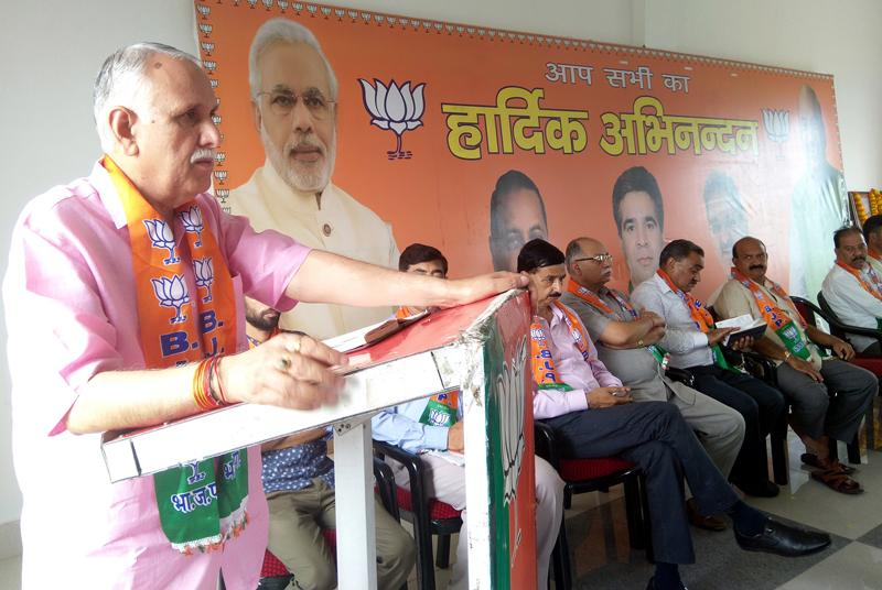 MP Shamsher Singh Manhas addressing BJP functionaries in Udhampur district.