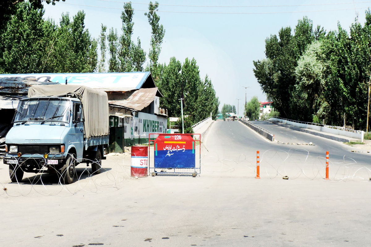 An armored vehicle stationed near the Baba Dawood Khaki bridge closed with concertina wire amid restrictions imposed in parts of Srinagar.(UNI)