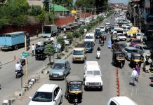 Private vehicles in moderate numbers plying on Maulana Azad road in Srinagar on Wednesday. (UNI)