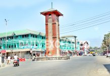 A view of deserted Lal Chowk in Srinagar on Monday. -Excelsior/Shakeel