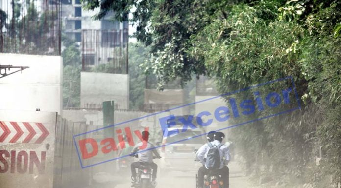 'Clouds of dust' on Jammu-Akhnoor road due to ongoing widening work. —Excelsior/Rakesh
