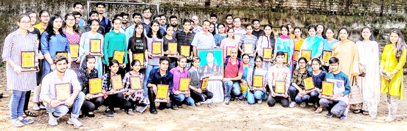 Students posing for group photograph after being awarded by Captain Tushar Mahajan Memorial Trust.