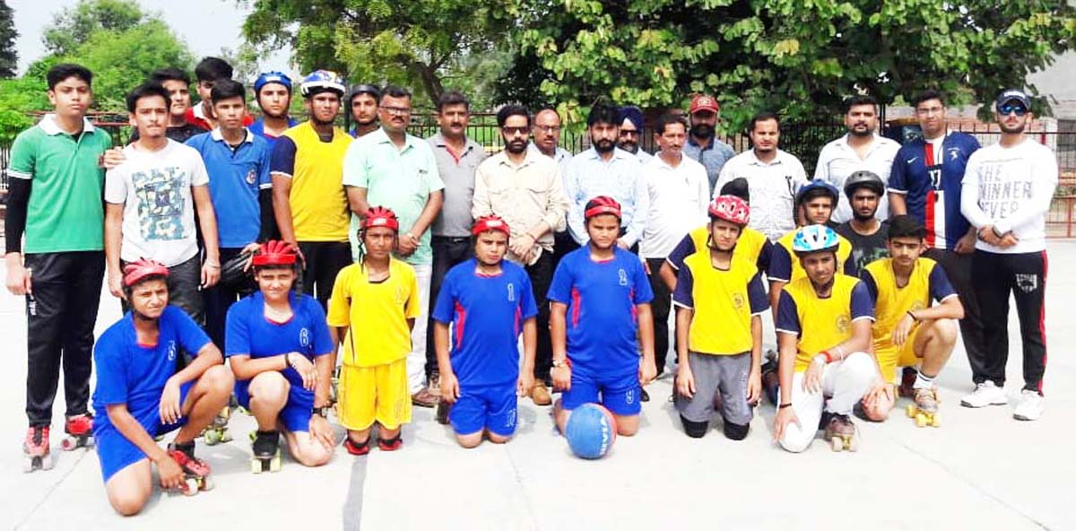 Winners of Inter-District Roll Ball Championship posing for a group photograph along with dignitaries in Samba.