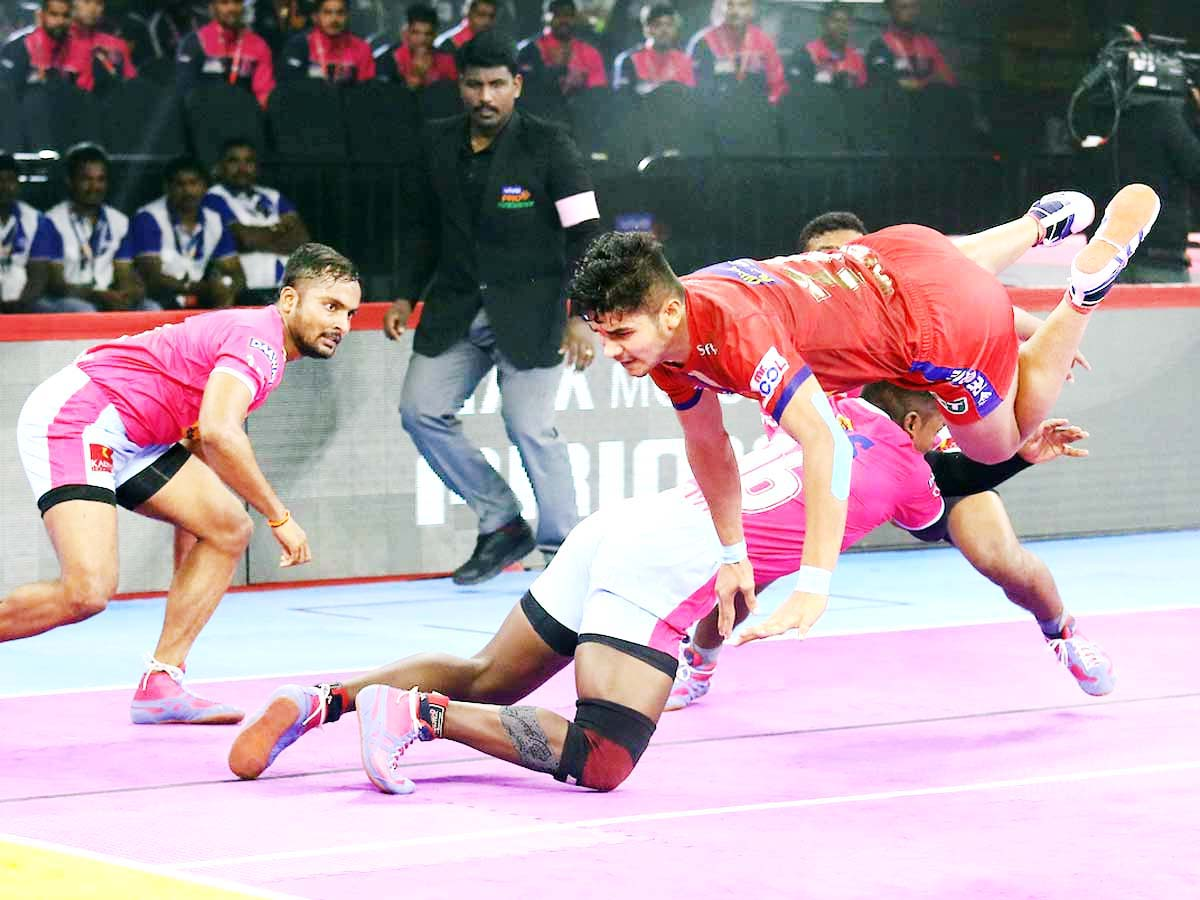 Players in acrobatic style during a PKL match at Bengaluru on Wednesday.