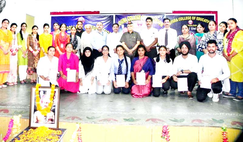 Winners of seminar and dignitaries posing for group photograph.