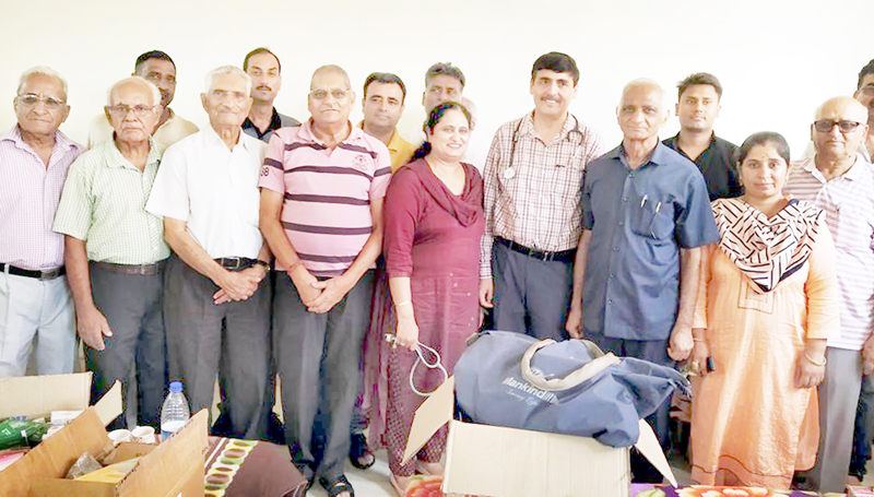 Doctors and volunteers of Hari Prabhu Sanstha during a medical camp at Gujroo Nagrota on Wednesday.