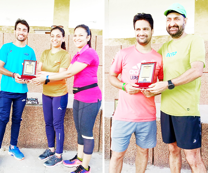 Members of Jammu Runners Group (JRG) felicitating star runners Mukesh Kumar and Abhishake Gupta.