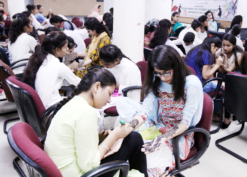 Students busy during Display Your Talent prog at JU on Sunday. -Excelsior/Rakesh