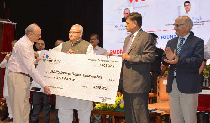 Governor Satya Pal Malik and Union MoS Power R K Singh giving away cheque to JKPDD on Wednesday.