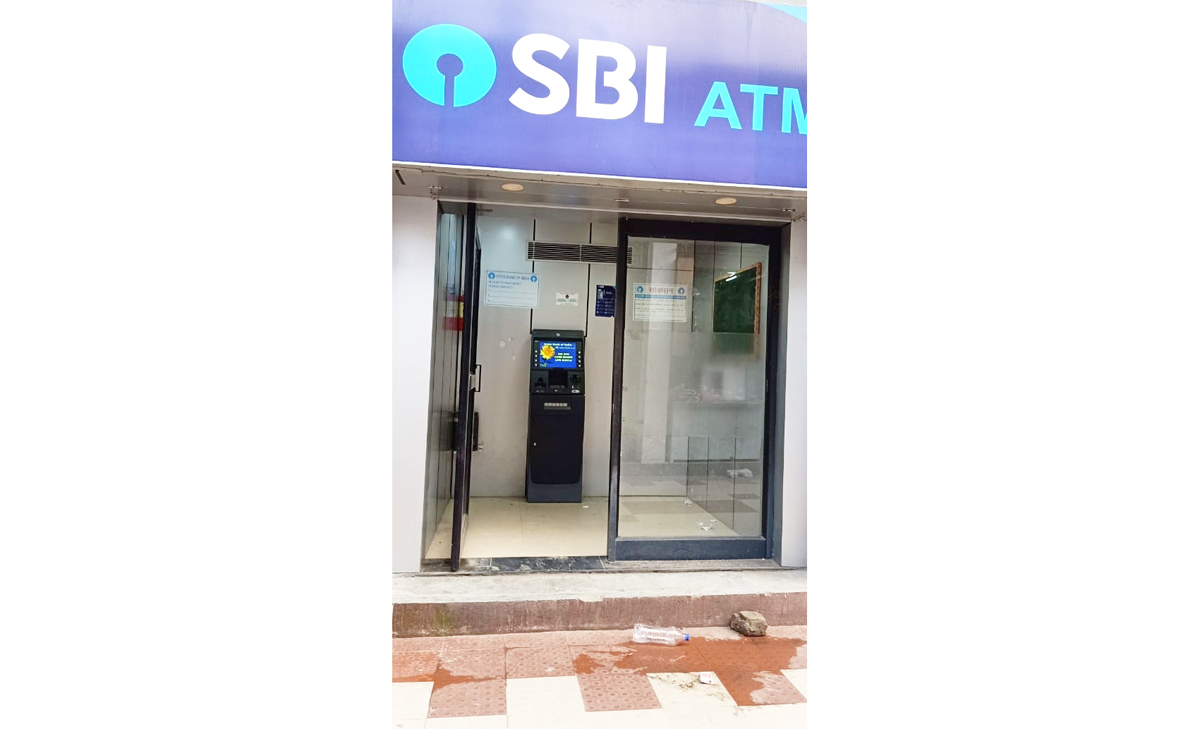 SBI ATM at Mendhar lying non-operational since one month. —Excelsior/Rahi Kapoor