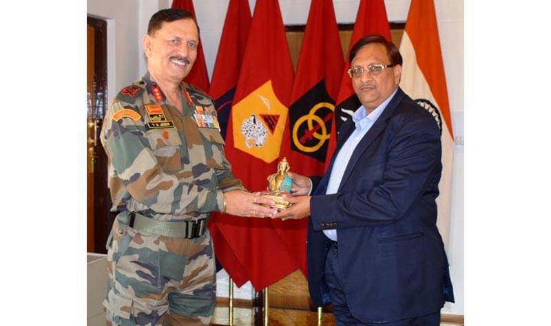 CGDA Sanjiv Mittal being received by Corps Commander, Lt Gen YK Joshi at Leh.