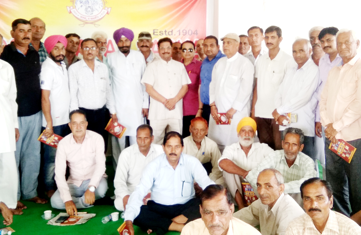 People of border villages of Bishnah, Arnia and RS Pura posing with former Minister Gulchain Singh Charak after a meeting in Jammu.