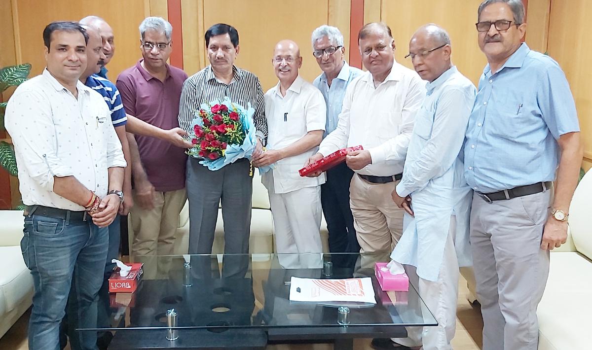 RBBA delegation meeting J&K Bank Chairman and Managing Director, Rajesh Kumar Chhibber in Jammu on Wednesday.