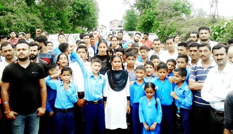 Students and villagers protesting against shortage of teachers at Govt High School Deot.