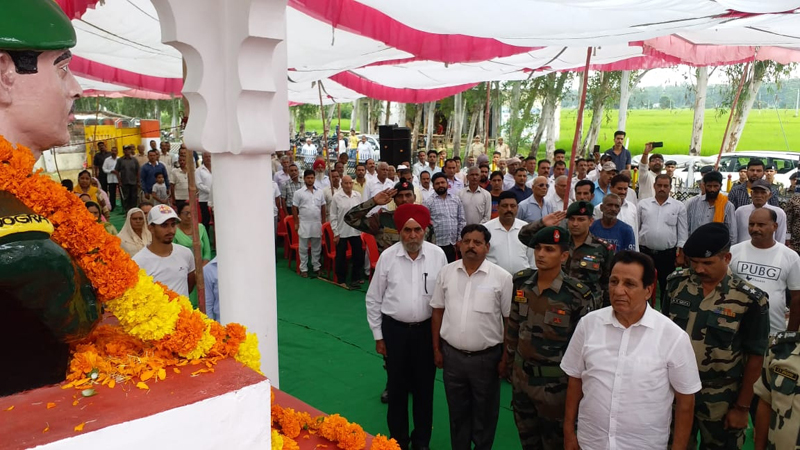 Ex-Minister R S Chib and others paying tributes to martyr Ramesh Lal in Suchetgarh.