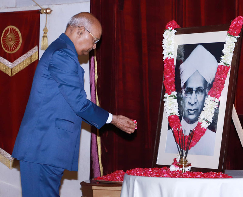 President, Ram Nath Kovind paying floral tributes at the portrait of the former President of India, Dr. Sarvepalli Radhakrishnan, on the occasion of his Birth Anniversary, at Rashtrapati Bhavan, in New Delhi on Thursday.