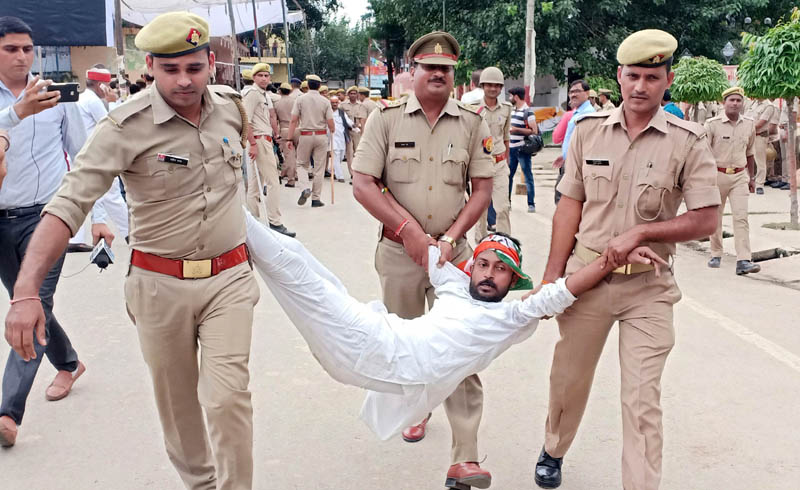 Congress party workers being stopped from carrying out their proposed 'padyatra' against former Union Minister Swami Chinmayanand in Shahjahanpur on Monday.